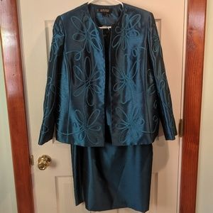 Any 5$ Item 🆓 or offer 5$ less🎉3piece skirt suit